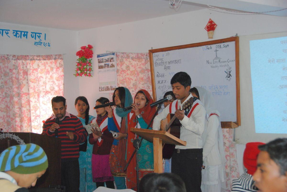 Ungdommer leder sanggruppen i Kathmandu i 2013